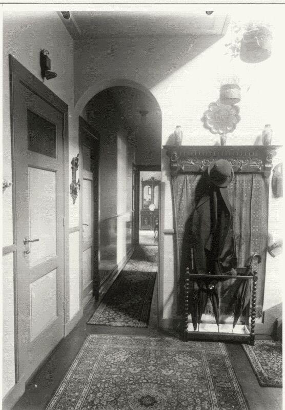 1930 het interieur en de bewoner van de koster woning for Interieur 1930